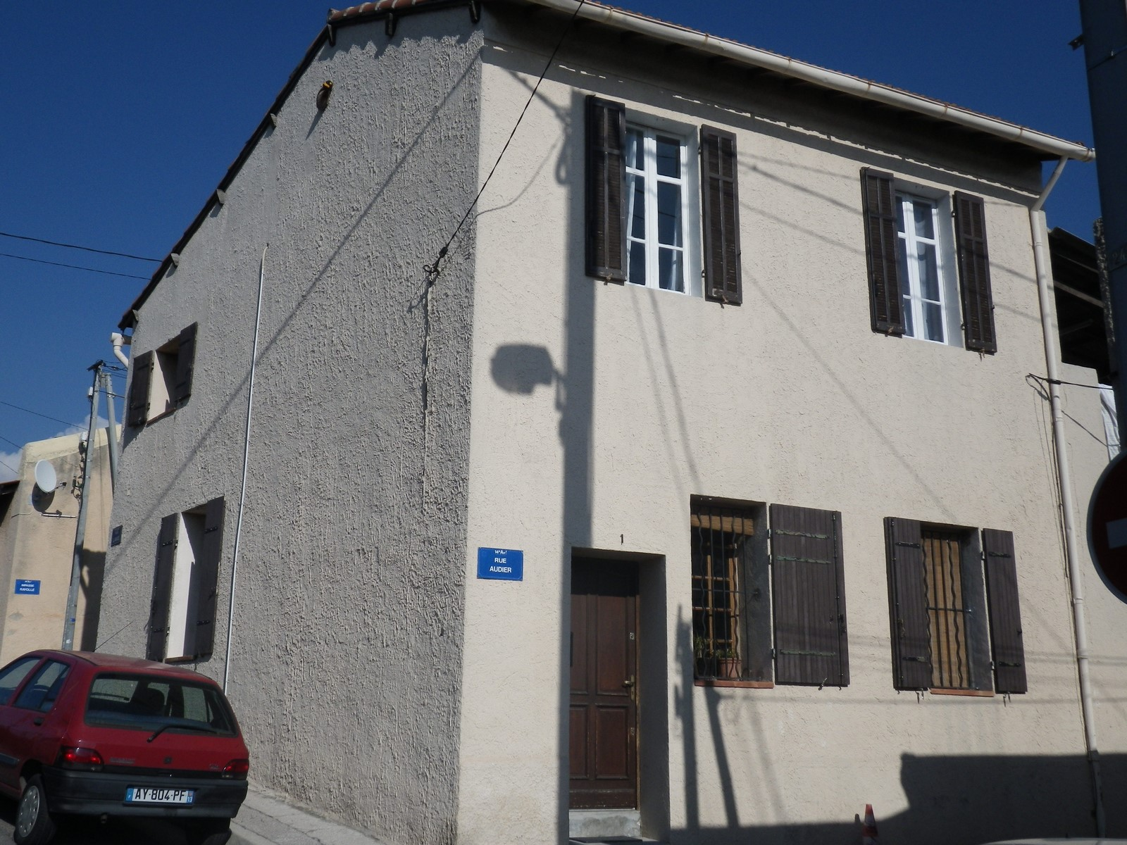 Vente maison de ville avec 2 habitations t3 t2 135m avec for Garage ouvert le samedi marseille