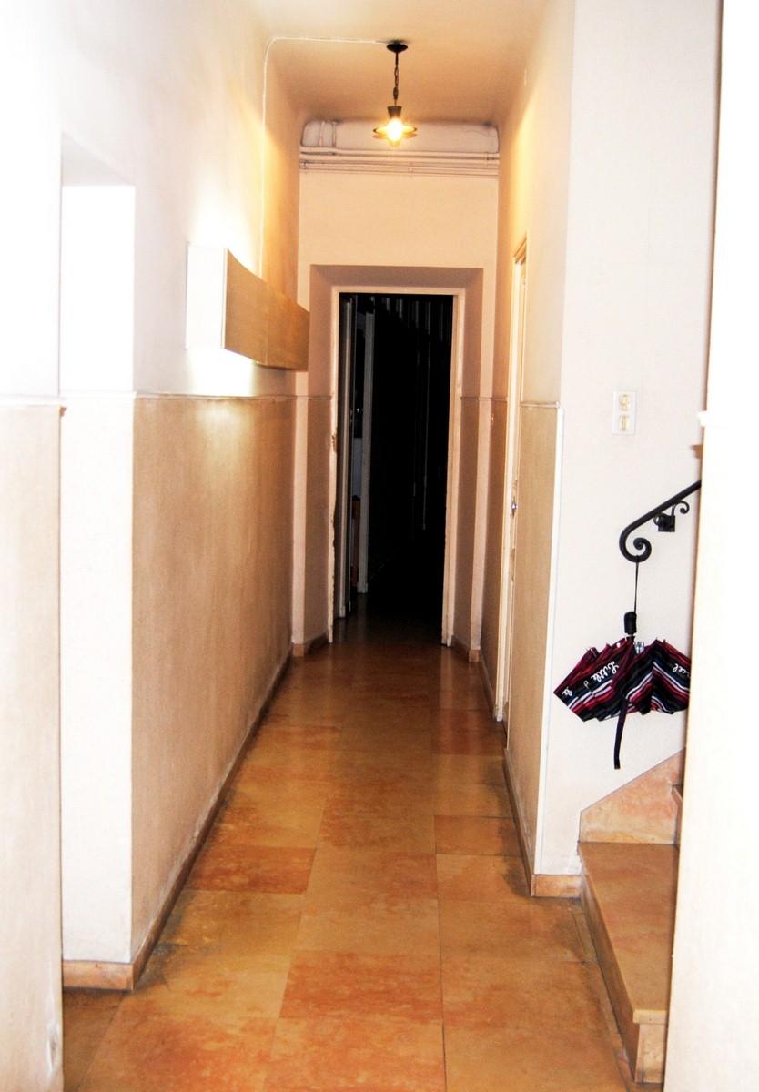 petit immeuble vendre compos d 39 un local de 152 m et d 39 un appt t4 de 110 m hab pertuis. Black Bedroom Furniture Sets. Home Design Ideas